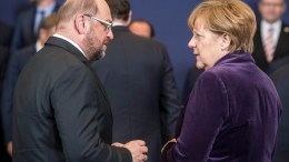 The file picture shows Martin Schulz (L) and German Chancellor Angela Merkel (R). EPA, STEPHANIE LECOCQ