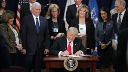 US President Donald J. Trump signs two executive orders during a visit to the Department of Homeland Security with Vice President Mike Pence, Homeland Security Secretary John Kelly (R) and other officials in Washington, DC, USA, 25 January 2017. Trump signed two executive orders related to domestic security and to begin the process of building a wall along the U.S.-Mexico border. EPA, Chip Somodevilla, POOL (AFP-OUT)