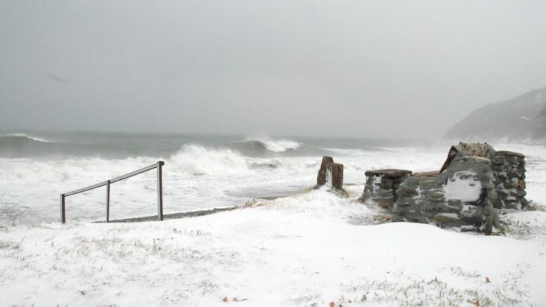 Χιονισμένο τοπίο δίπλα στη θάλασσα στα παράλια της Λάρισας, το Σάββατο 7 Ιανουαρίου 2017. ΑΠΕ- ΜΠΕ/ΑΠΕ- ΜΠΕ/ Ηλίας Σκυλλάκος