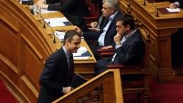 File Photo: Ο πρόεδρος της ΝΔ Κυριάκος Μητσοτάκης προσέρχεται στο βήμα, στην ολομέλεια του κοινοβουλίου κατά τη συζήτηση, στην ώρα του πρωθυπουργού, στη Βουλή, Αθήνα, Παρασκευή 17 Φεβρουαρίου 2017. Aριστερά ο Πρωθυπουργός Τσίπρας και ο κ. Τόσκας. ΑΠΕ-ΜΠΕ. ΟΡΕΣΤΗΣ ΠΑΝΑΓΙΩΤΟΥ