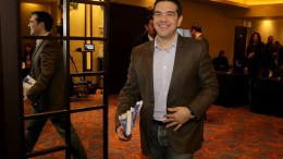 Ο πρωθυπουργός και πρόεδρος του ΣΥΡΙΖΑ Αλέξης Τσίπρας αποχωρεί από την συνεδρίαση της Κεντρικής Επιτροπής του ΣΥΡΙΖΑ, Κυριακή 12 Φεβρουαρίου 2017. ΑΠΕ-ΜΠΕ, Παντελής Σαίτας