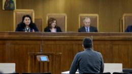 """Μάρτυρας καταθέτει για την επίθεση μελών της Χρυσής Αυγής στην """"Αντίπνοια"""" στα Πετράλωνα το 2008 , Πέμπτη 16 Φεβρουαρίου 2017. Συνεχίζεται με εξέταση μαρτύρων κατηγορίας στις γυναικείες φυλακές του Κορυδαλλού η δίκη της ηγεσίας και μελών της Χρυσής Αυγής. ΑΠΕ-ΜΠΕ/Παντελής Σαίτας"""