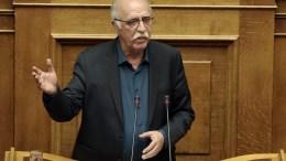 Ο αναπληρωτής υπουργός Εθνικής Άμυνας Δημήτρης Βίτσας μιλάει από το βήμα της Ολομέλειας της Βουλής. ΑΠΕ-ΜΠΕ, ΣΥΜΕΛΑ ΠΑΝΤΖΑΡΤΖΗ