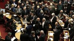 """""""Αναμένουμε ότι η συμφωνία θα ολοκληρωθεί και πως θα έχει υπό όρους θετικές επιπτώσεις. Εσφαλμένη η συνολική απόρριψή της με οποιοδήποτε επιχείρημα. Κρίσιμη η Άνοιξη του 2018"""" , αναφέρει το Κοινοβουλευτικό Γραφείο Προϋπολογισμού του Κράτους. ΑΠΕ-ΜΠΕ, ΣΥΜΕΛΑ ΠΑΝΤΖΑΡΤΖΗ"""
