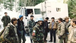 A file photo showing Dutch soldiers in Bosnia. The Dutch army suppressed information about Dutch peacekeepers who failed to prevent the 1995 massacre of 8,000 Muslims by Bosnian Serb forces as they sheltered in the UN-protected enclave of Srebrenica. EPA PHOTO ANP FILES, ED OUDENAARDEN, mda