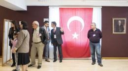 Turkish citizens wait to vote in the Turkish constitution referendum, in the Turkish consulate in Zurich, Switzerland, 27 March 2017. EPA, ENNIO LEANZA