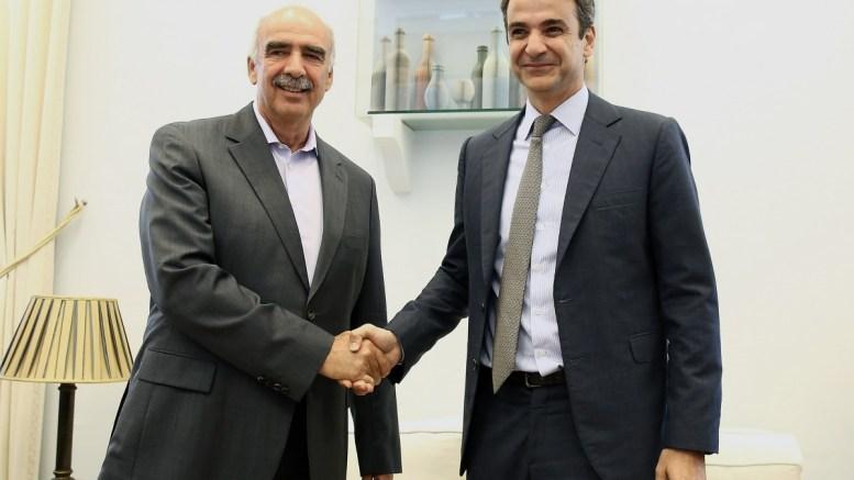 Ο πρόεδρος της ΝΔ Κυριάκος Μητσοτάκης με τον πρώην πρόεδρο του κόμματος Ευάγγελο Μεϊμαράκη. Φωτογραφία Αρχείου. ΑΠΕ-ΜΠΕ/ΣΥΜΕΛΑ ΠΑΝΤΖΑΡΤΖΗ