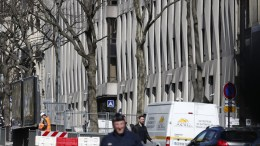 A view on the International Monetary Fund (IMF) headquarters while police officers stand guard outside in Paris, France, 16 March 2017. An employee of the IMF has been injured in the face after an explosion while opening a letter. EPA, IAN LANGSDON
