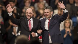 Designated Social Democratic Party (SPD) chairman and German Chancellor candidate Martin Schulz (L) and resignating chairman of SPD party and German Foreign Minister Sigmar Gabriel (R) during federal congress of Social Democratic Party (SPD) in Berlin, Germany, 19 March 2017. EPA, OLIVER WEIKEN