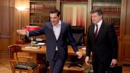 Ο πρωθυπουργός Αλέξης Τσίπρας (Α) υποδέχεται τον γενικό διευθυντή της Διεθνούς Οργάνωσης Εργασίας (ILO) των Ηνωμένων Εθνών, Γκάι Ράιντερ (Δ), στο Μέγαρο Μαξίμου, Παρασκευή 31 Μαρτίου 2017. ΑΠΕ-ΜΠΕ/ΑΛΕΞΑΝΔΡΟΣ ΜΠΕΛΤΕΣ