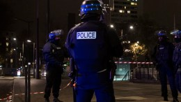 Police officers stand guard during a police operation near the scene of a hostage situation by one armed man in a travel agency in Paris, France, 02 December 2016. According to police sources, seven people have been taken hostage by an armed man who appears to be a robber armed with a handgun.  EPA/ETIENNE LAURENT