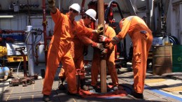File PHOTO:  Χαιρετίζει την έναρξη γεωτρήσεων σεην ΑΟΖ το επιτελείο Αναστασιάδη. Φωτογραφία Αρχείου:   ΑΠΕ-ΜΠΕ, ΙΟΡΔΑΝΙΔΗΣ ΧΑΡΗΣ