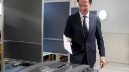 VVD party leader and current Dutch Prime Minister Mark Rutte casts his ballot at a polling station in The Hague, the Netherlands, 15 March 2017. EPA, JERRY LAMPEN