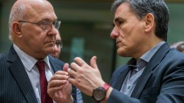 French Finance Minister Michel Sapin (L), Greek Finance Minister Euclid Tsakalotos (R) speaking prior to the start of a Eurogroup Finance Ministers' meeting at the European Council headquarters in Brussels, Belgium, 20 March 2017. EPA/STEPHANIE LECOCQ