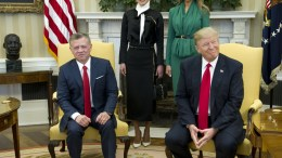 United States President Donald J. Trump meets King Abdullah II of Jordan in the Oval Office of the White House in Washington, DC, USA, on 05 April 2017. Standing behind the King and President are Queen Rania of Jordan, left, and first lady Melania Trump. President Trump and King Abdullah II meet to discuss a range of issues including the conflict in Syria, anti-terrorism efforts and cooperation in the Middle East. EPA, Ron Sachs / POOL