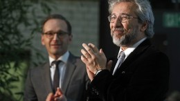 FILE PHOTO. Turkish journalist Can Dundar (R) receives the applause of the audience and German Justice Minister Heiko Maas (L). EPA, FELIPE TRUEBA