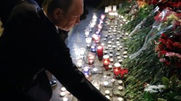 File Photo: Russian President Vladimir Putin (C) lays flowers outside Tekhnologicheskiy Institut metro station after an explosion took place earlier in the day, in Saint Petersburg, Russia. EPA, MIKHAIL KLIMENTYEV, SPUTNIK, KREMLIN POOL