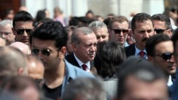 Turkish President Recep Tayyip Erdogan (C) greets people after praying at Eyup Sultan mosque, Istanbul, Turkey. EPA, SEDAT SUNA