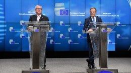 File Photo: President of the European Commission, Jean-Claude Juncker and EU Council President Donald Tusk (R). Φωτογραφία via Twitter, @MargSchinas