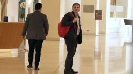 Ο υπουργός Οικονομικών Ευκλείδης Τσακαλώτος (Δ) προσέρχεται για τη συνάντησή του με τους θεσμούς, σε κεντρικό ξενοδοχείο της Αθήνα, την Τρίτη 25 Απριλίου 2017. ΑΠΕ-ΜΠΕ, ΣΥΜΕΛΑ ΠΑΝΤΖΑΡΤΖΗ