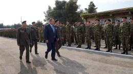 File Photo: Ο υπουργός Εθνικής Άμυνας Πάνος Καμμένος, συνοδευόμενος από τον Αρχηγό ΓΕΣ Αντιστράτηγο Αλκιβιάδη Στεφανή, στον Αυλώνα. ΑΠΕ- ΜΠΕ, ΓΡΑΦΕΙΟ ΤΥΠΟΥ ΥΠΕΘΑ, STR