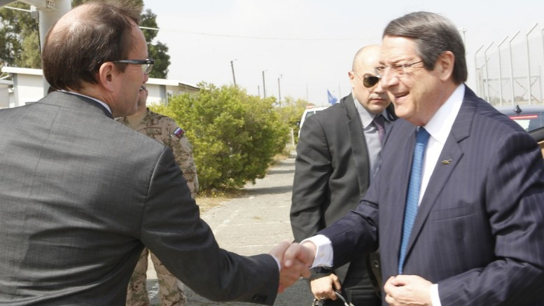 File Photo: Ο Πρόεδρος της Δημοκρατίας κ. Νίκος Αναστασιάδης παρακάθισε σε συνομιλίες για το Κυπριακό με τον κατοχικό ηγέτη Μουσταφά Ακιντζί, στο Παλιό Αεροδρόμιο της Λευκωσίας. Φωτογραφία ΑΡΧΕΙΟΥ, ΓΤΠ, Χ.ΑΒΡΑΑΜΙΔΗΣ