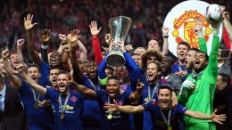 Manchester United's Wayne Rooney (C) lifts the trophy as his teammates celebrate after the UEFA Europa League final between Ajax Amsterdam and Manchester United at Friends Arena in Stockholm, Sweden, 24 May 2017. Manchester United won 2-0. EPA, GEORGI LICOVSKI