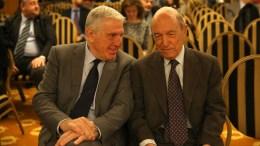 """FILE PHOTO: Ο πρώην πρωθυπουργός Κώστας Σημίτης (Α) και ο πρώην υπουργός Γιάννος Παπαντωνίου (Δ) στο διεθνές συνέδριο με τίτλο """" GREECE FORWARD II Προοδευτικές λύσεις και προτάσεις για το Προσφυγικό"""". ΑΠΕ-ΜΠΕ, ΟΡΕΣΤΗΣ ΠΑΝΑΓΙΩΤΟΥ"""