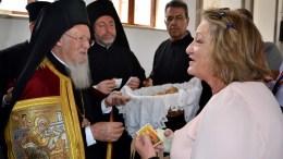 Ο Οικουμενικός Πατριάρχης Βαρθολομαίος επισκέφτηκε τον ανακαινισμένο ναό του Αγίου Κωνσταντίνου, στη Μενεμένη, την Τρίτη 9 Μαΐου 2017, τρίτη μέρα της επίσκεψής του στην περιοχή της Σμύρνης. ΑΠΕ-ΜΠΕ/ΣΤΡΑΤΗΣ ΜΠΑΛΑΣΚΑΣ