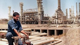 Στα 70 δολάρια το βαρέλι, αυξήθηκαν οι τιμές του πετρελαίου διεθνούς προέλευσης τύπου Brent, στις ασιατικές αγορές. FILE PHOTO. EPA PHOTO AFP/KARIM SAHIB/rh/ja/ao/kr