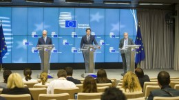From left to right: Mr Pierre MOSCOVICI, Member of the European Commission; Mr Jeroen DIJSSELBLOEM, President of the Eurogroup; Mr Klaus REGLING, European Stability Mechanism Managing Director. Bruxelles - BELGIUM,  Copyright: European Union