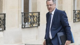 French Territoral cohesion Minister Richard Ferrand arrives at the Elysee Palace for a cabinet meeting in Paris, France, 24 May 2017. EPA/ETIENNE LAURENT.