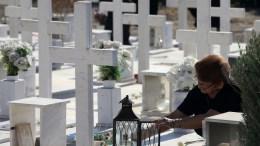Φωτογραφία Αρχείου από την επιμνημόσυνη δέηση υπέρ των πεσόντων αξιωματικών και οπλιτών κατά την τουρκική εισβολή του 1974 που τελέστηκε το πρωί στο στρατιωτικό κοιμητήριο στον Τύμβο Μακεδονίτισσας. Στην τελετή παρέστησαν ο Πρόεδρος της Κυπριακής Δημοκρατίας, Νίκος Αναστασιάδης , εκπρόσωποι κομμάτων, η ηγεσία της Εθνικής Φρουράς και της Αστυνομίας, εκπρόσωποι συνδέσμων πολεμιστών κατά την τουρκική εισβολή και συγγενείς πεσόντων, Λευκωσία 20 Ιουλίου 2017.ΚΥΠΕ, ΚΑΤΙΑ ΧΡΙΣΤΟΔΟΥΛΟΥ