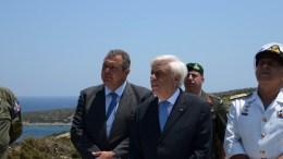 Ο Πρόεδρος της Ελληνικής Δημοκρατίας Προκόπης Παυλόπουλος (Κ), ο υπουργός Εθνικής Άμυνας Πάνος Καμμένος (Α) και ο Αρχηγός ΓΕΕΘΑ Ναύαρχος Ευάγγελος Αποστολάκης ΠΝ (Δ) επισκέφθηκαν το 549 Τάγμα Εθνοφυλακής στη Σύμη, καθώς και την Πυραυλάκατο «ΠΕΖΟΠΟΥΛΟΣ» που είχε καταπλεύσει στο λιμάνι του νησιού στο πλαίσιο της αποστολής της, Τρίτη, 18 Ιουλίου 2017. Στη συνέχεια μετέβησαν στο Φαρμακονήσι και το Αγαθονήσι, όπου επισκέφθηκαν τα φυλάκια των ακριτικών νησιών. ΑΠΕ-ΜΠΕ, ΓΡΑΦΕΙΟ ΤΥΠΟΥ ΥΠΕΘΑ, STR