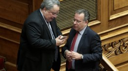 File Photo: Ο υπουργός Εξωτερικών Νίκος Κοτζιάς (Α) και ο βουλευτής της ΝΔ και τομεάρχης Εξωτερικών  Γιώργος Κουμουτσάκος (Δ). ΑΠΕ-ΜΠΕ, ΣΥΜΕΛΑ ΠΑΝΤΖΑΡΤΖΗ