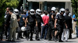 File Photo: Μέλη της αντιεξουσιαστικής ομάδας « Ρουβίκωνας» εισήλθαν στο προαύλιο της Βουλής και έριξαν φειγ βολάν. ΑΠΕ-ΜΠΕ, Παντελής Σαίτας