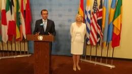 Ο Έσπεν Μπαρθ Άιντα και η Ελίζαμπεθ Σπέχαρ του ΟΗΕ. Φωτογραφία ΑΠΟΣΤΟΛΗΣ ΖΟΥΠΑΝΙΩΤΗΣ