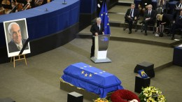 President of the European Commission Jean-Claude Juncker speaks next to the coffin of Helmut Kohl as world leaders gather for the European Ceremony of Honour for late former German chancellor Helmut Kohl in Strasbourg. Kohl, widely regarded as the father of German reunification in 1990, died on 16 June 2017 at his home in Ludwighshafen, Germany. He was the sixth chancellor of the Federal Republic of Germany from 1982 to 1998. EPA/PATRICK SEEGER