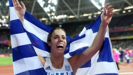 Ekaterini Stefanidi of Greece celebrates after winning the women's Pole Vault final at the London 2017 IAAF World Championships in London, Britain, 06 August 2017. EPA, DIEGO AZUBEL