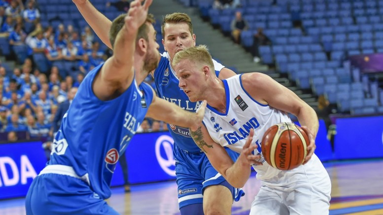 epa06174292 Iceland's Haukur Palsson (R) in action against Greece's Evangelos Mantzaris (L) during the EuroBasket 2017 group A match between Iceland and Greece in Helsinki, Finland, 31 August 2017. EPA/MARKKU OJALA