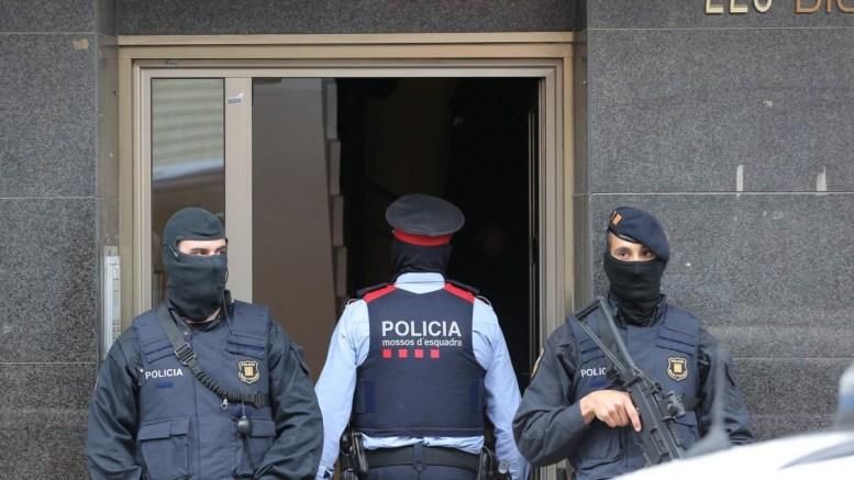Mossos d'Esquadra or Catalan policemen guard. EPA/ALEJANDRO GARCIA