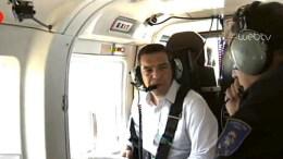 Ο πρωθυπουργός Αλέξης Τσίπρας στο ελικόπτερο. Φωτογραφία ΑΠΕ-ΜΠΕ