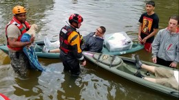 A handout photo made available by the Texas Military Department shows soldiers working with local first responders to rescue those stranded by Hurricane Harvey in Houston, Monday, August 28, 2017. EPA/LT. ZACHARY WEST, 100TH MPAD / TEXAS MILITARY DEPARTMENT HANDOUT HANDOUT EDITORIAL USE ONLY/NO SALES