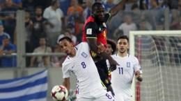 """Ο παίκτης της Εθνικής Ελλάδος, Κάρλος Ζέκα (Α), διεκδικεί την κατοχή της μπάλας από τον παίκτη της Εθνικής Βελγίου, Romelu Lukaku (Κ), κατά τη διάρκεια του αγώνα ποδοσφαίρου Ελλάδα-Βέλγιο για την 8η αγωνιστική της προκριματικής φάσης του Παγκοσμίου Κυπέλλου 2018, που διεξήχθη στο στάδιο """"Γ. Καραϊσκάκης"""", στο Φάληρο, Κυριακή 3 Σεπτεμβρίου 2017. ΑΠΕ-ΜΠΕ, ΠΑΝΑΓΙΩΤΗΣ ΜΟΣΧΑΝΔΡΕΟΥ"""