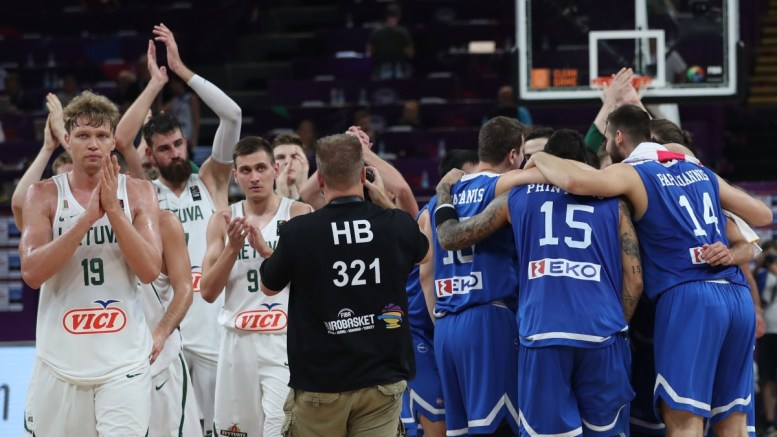 Greece's players (R) celebrate after the EuroBasket 2017 round of top 16 match between Lithuania and Greece, in Istanbul, Turkey 09 September 2017. EPA, SEDAT SUNA