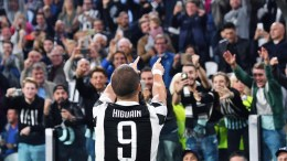 Juventus' Gonzalo Higuain jubilates after scoring a goal during the Group D Champions League soccer match Juventus FC vs Olympiakos S.F.P. at the Allianz Stadium in Turin, Italy, 27 September 2017. EPA, ALESSANDRO DI MARCO
