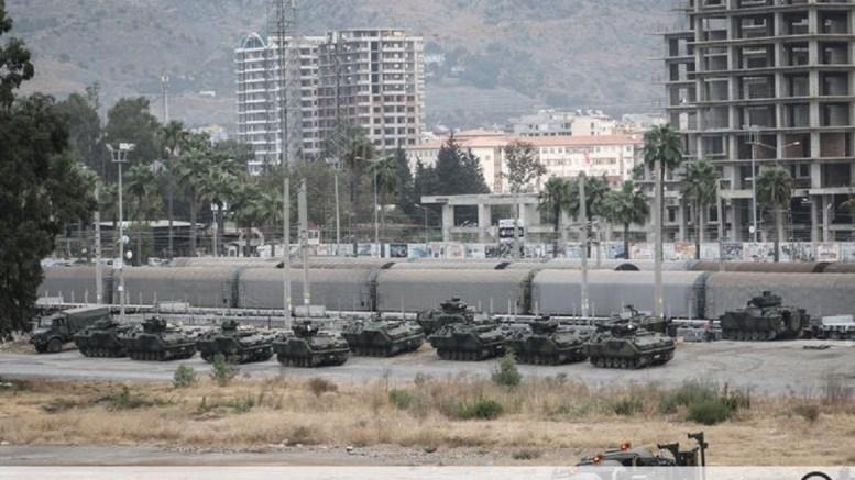 The Turkish army sent 80 armoured military vehicle to the Reyhanlı district on the border of Syria. Photo via Twitter, @leventkemaI