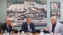 Ο πρόεδρος της Νέας Δημοκρατίας Κυριάκος Μητσοτάκης (Κ) επισκέφτηκε το Νοσοκομείο Παπαγεωργίου, την Παρασκευή 15 Σεπτεμβρίου 2017. Ο πρόεδρος της Νέας Δημοκρατίας βρίσκεται στη Θεσσαλονίκη, στο πλαίσιο της 82ης Δ.Ε.Θ. ΑΠΕ-ΜΠΕ/ΓΡΑΦΕΙΟ ΤΥΠΟΥ ΝΔ/ΔΗΜΗΤΡΗΣ  ΠΑΠΑΜΗΤΣΟΣ