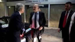 FILE PHOTO: Ο Ευρωπαίος επίτροπος Πιερ Μοσκοβισί (Κ)ι στο Υπουργείο Εργασίας. ΑΠΕ-ΜΠΕ, ΣΥΜΕΛΑ ΠΑΝΤΖΑΡΤΖΗ