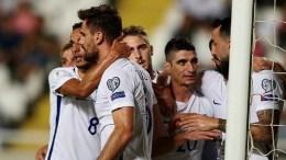 Η Ελλάδα έκανε το καθήκον της, αξιοποίησε το δώρο του Βελγίου και με τη νίκη της στο ΓΣΠ της Λευκωσίας επί της Κύπρου (2-1), επανήλθε στην 2η θέση του 8ου ομίλου και μία αγωνιστική πριν το φινάλε των προκριματικών του Μουντιάλ 2018 διατήρησε «ζωντανές» τις ελπίδες της για να βρεθεί στα μπαράζ πρόκρισης του ερχόμενου Νοεμβρίου. Φωτογραφία EPA
